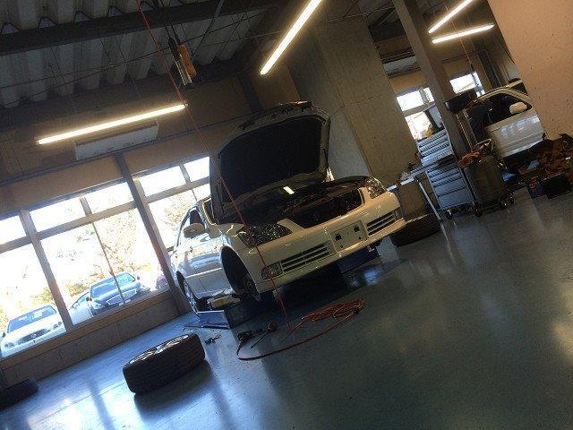 ●展示場とピットが隣接しているためいつでも作業が確認できます。ご契約いただいた車輌がどのように整備できるか目で見ることができるのでとても安心できます☆充実のアフターサービスが弊社の強みです。