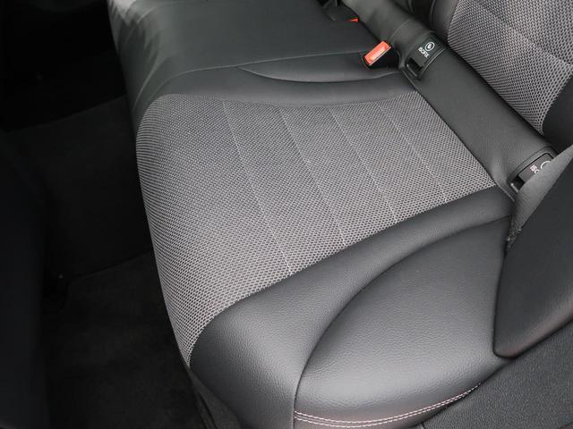 ●助手席側ドアパネルの使用感:擦れ・キズもなく、ご覧の通りきれいな状態を維持しております。また、室内クリーニング・コーティングもご用命いただけます