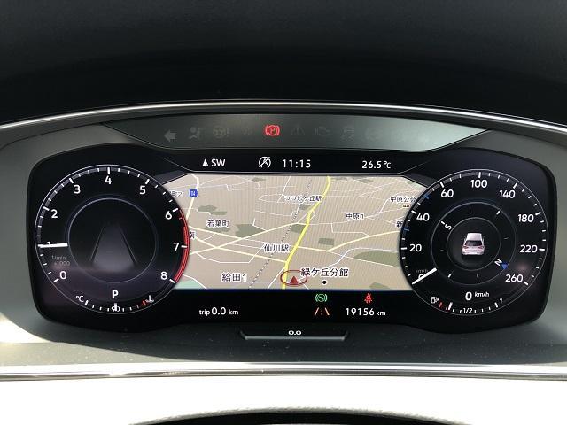 デジタルメーター 高解像度ディスプレイには速度計とタコメーターに加え、好みに合わせて数種類のモードから選択したグラフィックを表示できます