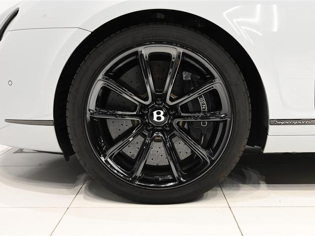 20インチ・Supersports専用ホイールが装着されております。ブレーキはカーボンセラミック製となっております。