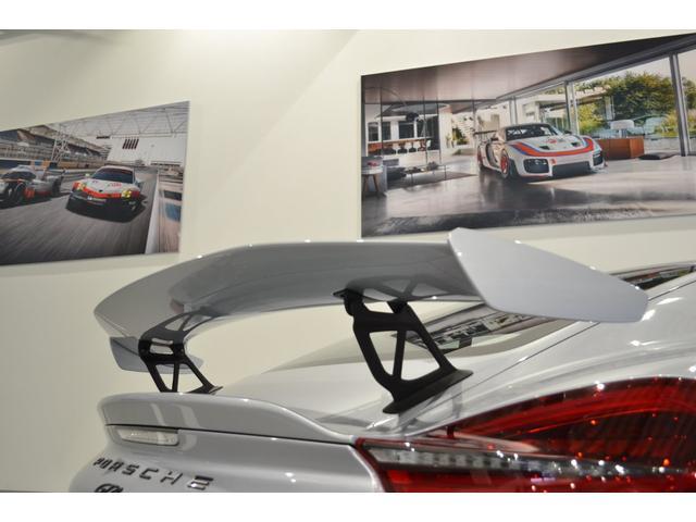GT4 ライトデザインパッケージ スポーツクロノパッケージ ブラックスムースレザーステアリングリム(9枚目)