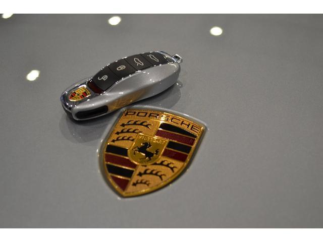 GT4 ライトデザインパッケージ スポーツクロノパッケージ ブラックスムースレザーステアリングリム(23枚目)