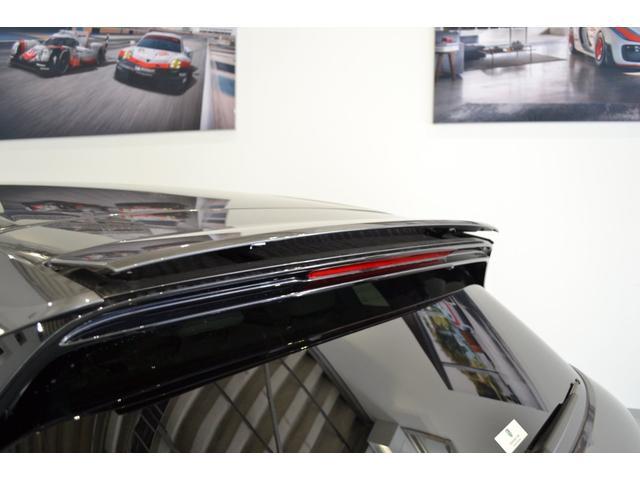 ターボ スポーツエキゾースト スポーツクロノ LEDマトリクス ソフトクローズドア パワステプラス プライバシーガラス 21インチホイール エントリー&ドライブシステム(9枚目)