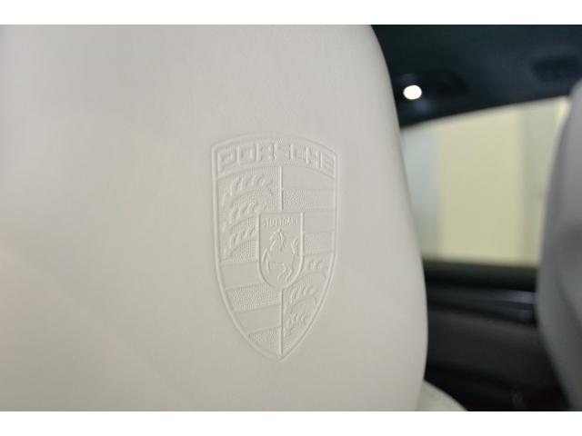 ターボ スポーツエキゾースト スポーツクロノ LEDマトリクス ソフトクローズドア パワステプラス プライバシーガラス 21インチホイール エントリー&ドライブシステム(11枚目)