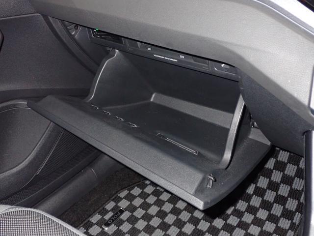 ETCやCD、SDなどは助手席前のグローブボックスに完備