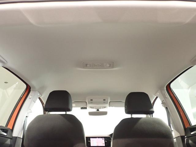 明るいグレーの内張りで車内も明るく