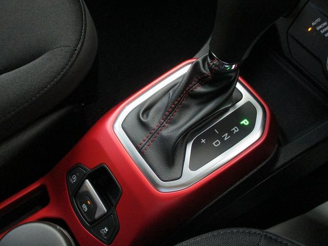 トレイルホーク 4WD 9AT ナビ ETC LEDライト(11枚目)