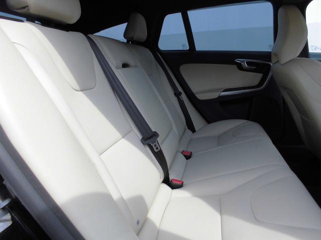 ボルボ ボルボ V60 D4 ダイナミックエディション