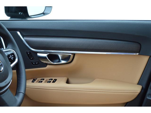 クロスカントリー T5 AWD モメンタム 登録済み未使用車(7枚目)