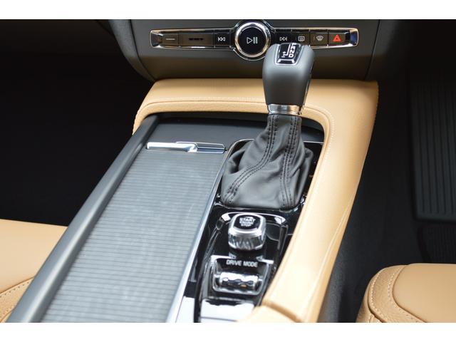 クロスカントリー T5 AWD モメンタム 登録済み未使用車(18枚目)