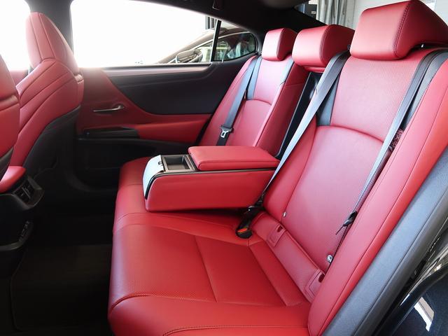 ゆとりあり後席です。リラックスしてドライブをお楽しみください。