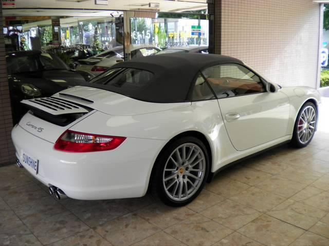 ソフトトップ(幌)はグレーです。新車時メーカーオプション220万円相当付です。詳しくは弊社ホームページをご覧くださいませ。http://www.sunshine-m.co.jp