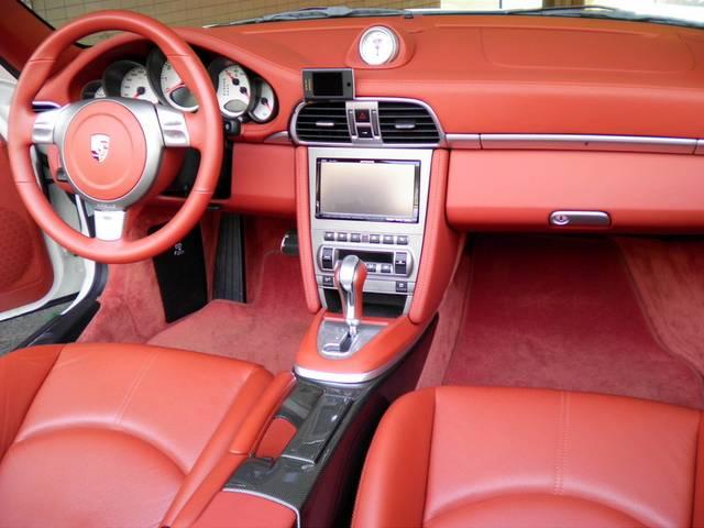 内装はテラコッタフルレザー、シートヒーター、カロッツェリアHDDナビ&地デジTV、ETC、GPSレーダー付です。新車時メーカーオプション220万円相当付です。www.sunshine-m.co.jp