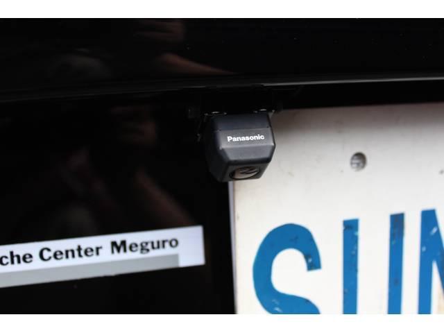 新車時販売店オプションのバックカメラ装着車です。