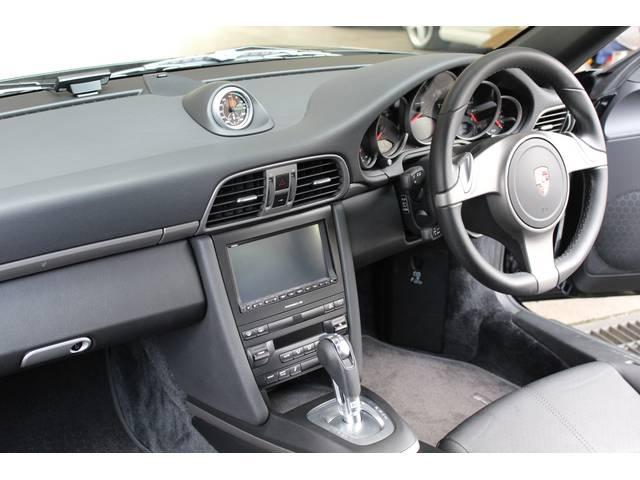 内装はブラックレザーシート、新車時販売店オプションの純正(クラリオン)HDDナビ&地デジTV&バックカメラ&ETC装着車です。