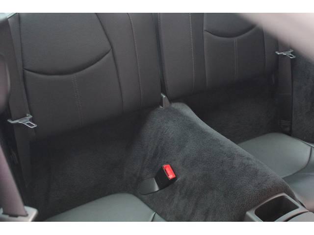 リアシートもブラックレザーシート、前後共に使用感等殆ど無く、禁煙車です。