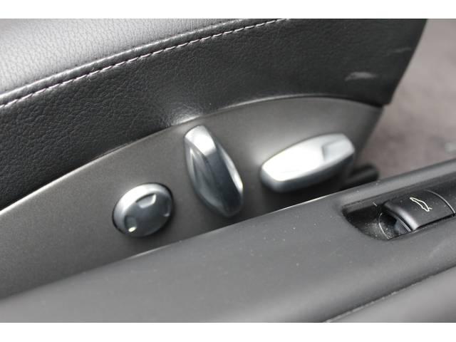 新車時メーカーオプションのメモリー付エレクトリックパワーシート装着車となります。
