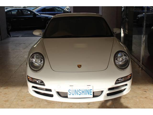 ボディーカラーはキャララホワイトです。キセノンヘッドライト付です。右ハンドル、ティプトロニックSとなります。詳しくは弊社ホームページをご覧くださいませ。www.sunshine-m.co.jp