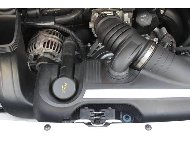 エンジンは水冷フラットシックス3.6Lです。カレラ4(AWD)、右ハンドル、ティプトロニックSとなります。詳しくは弊社ホームページをご覧下さいませhttp://www.sunshine-m.co.jp