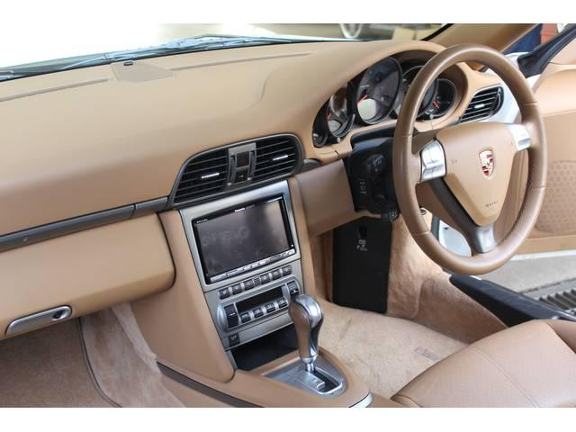 内装はベージュレザーシート、新車時メーカーオプションのメモリー付パワーシート、シートヒーター、パナソニックHDDナビ&地デジTV、バックカメラ、ドラレコ、ETC付です。禁煙車でとても綺麗なお車です。