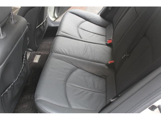 リアシートもブラックレザーシート、前後共に使用感等少なくとても綺麗なお車です。禁煙車となります。詳しくは弊社ホームページをご覧ください。http://www.sunshine-m.co.jp