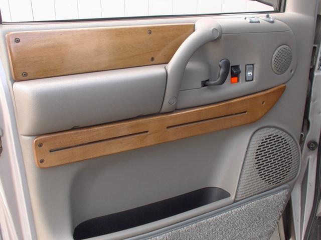 ティアラロイヤルスター ハイルーフ ディーラー車 AWD(18枚目)