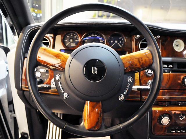 ロールスロイス ロールスロイス ファントム ベースグレード ディーラー車