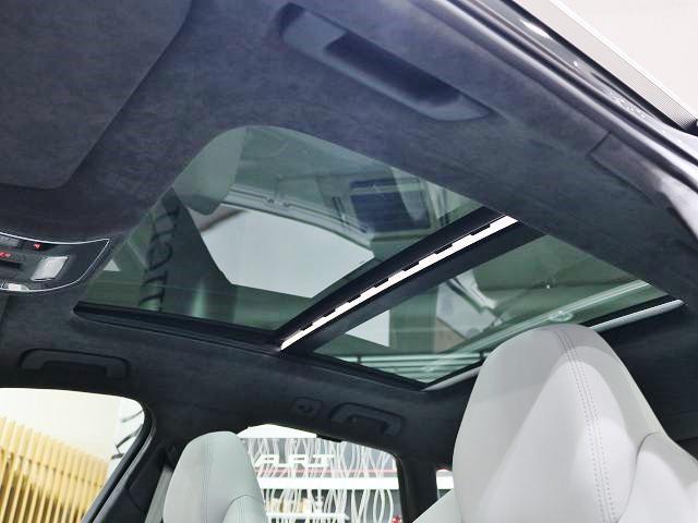 アウディ アウディ RS6アバント ベースグレード 左ハンドル サンルーフ プレセンスP