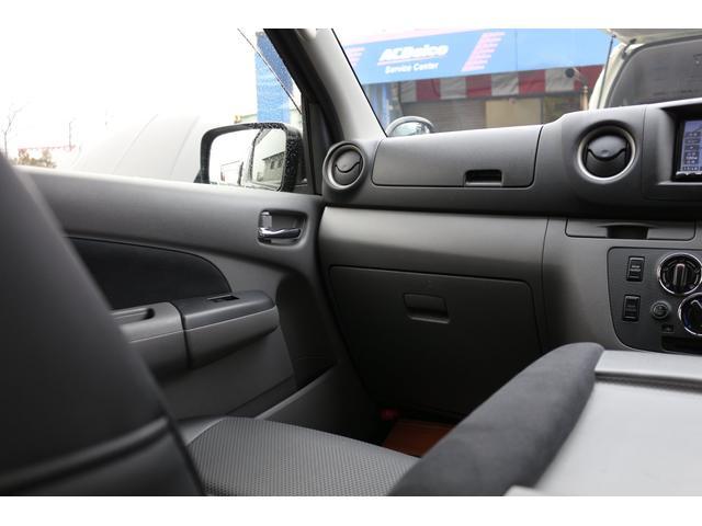 ロングプレミアムGXクロムギアパックバージョンブラック 2000ガソリン 2WD オグショー社制作ベッドキット ベバストFFヒーター サブバッテリー ソーラー充電 冷蔵庫 車中泊(16枚目)
