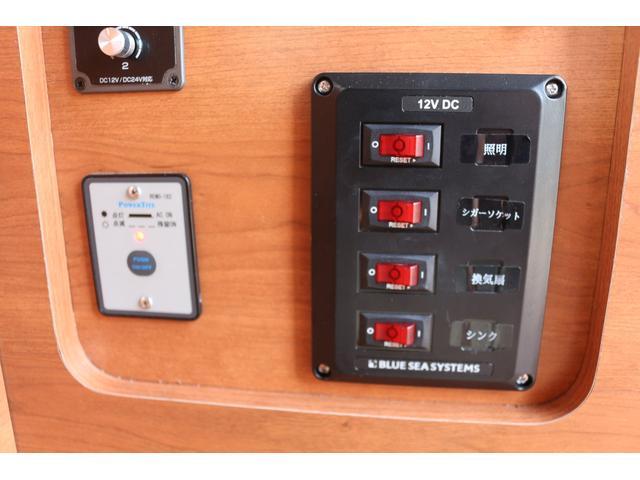 ロングプレミアムGXクロムギアパックバージョンブラック 2000ガソリン 2WD オグショー社制作ベッドキット ベバストFFヒーター サブバッテリー ソーラー充電 冷蔵庫 車中泊(45枚目)