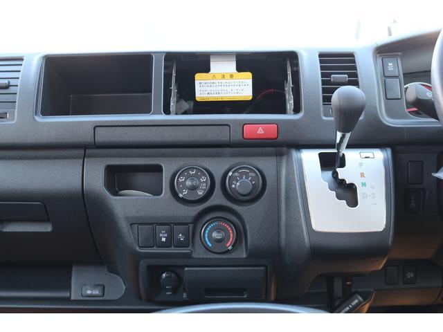 2800DT 4WD 10人乗り 3ナンバー乗用登録(12枚目)