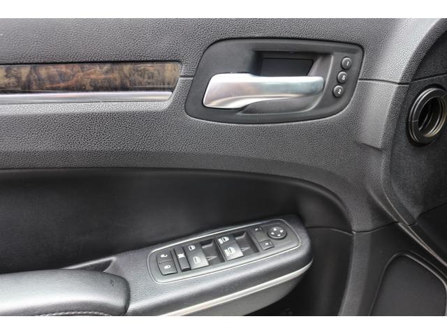 運転席メモリー付パワーシート!快適装備が充実の1台です!