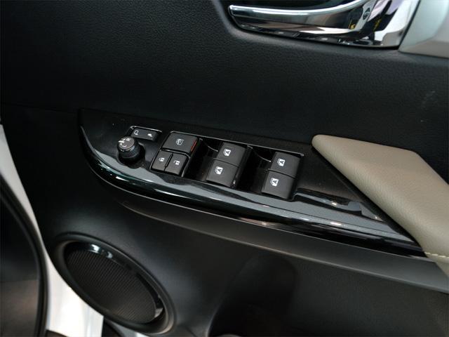 タイトヨタ タイトヨタ ハイラックス レボ ダブルキャブ4×4 2.8G 新車直輸入