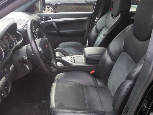 ポルシェ ポルシェ カイエン GTS Tip-S 4WD 左ハンドル エアサス