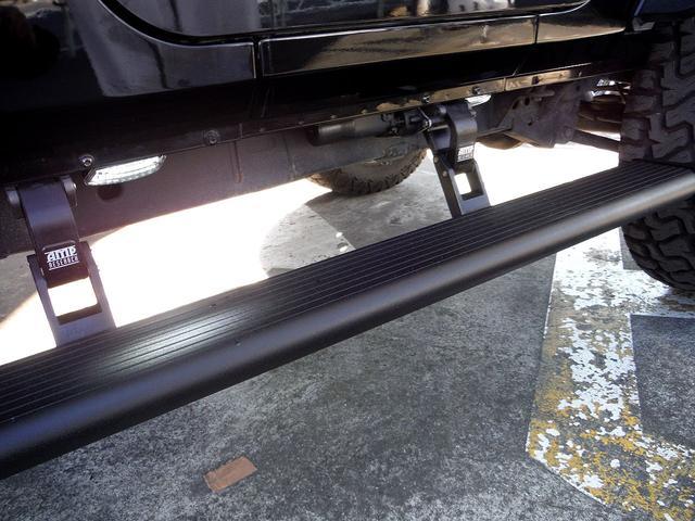 AMP製電動オートステップ装備!LEDライト付きで、夜間の乗り降りも安心です。
