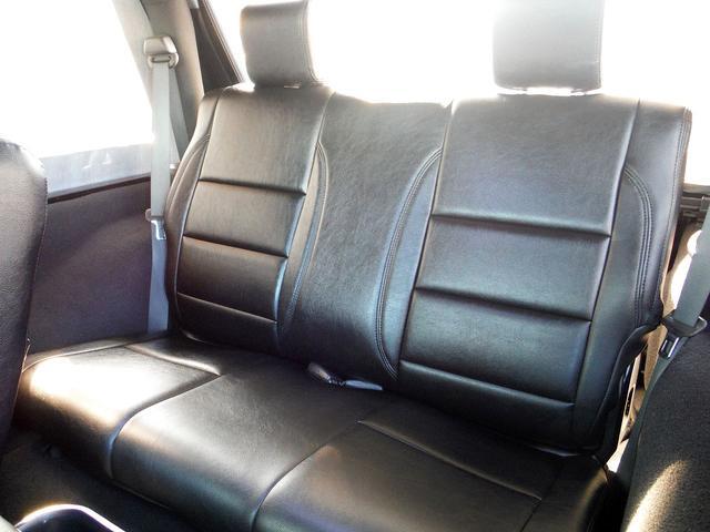 セカンドシート付きの4人乗りです。