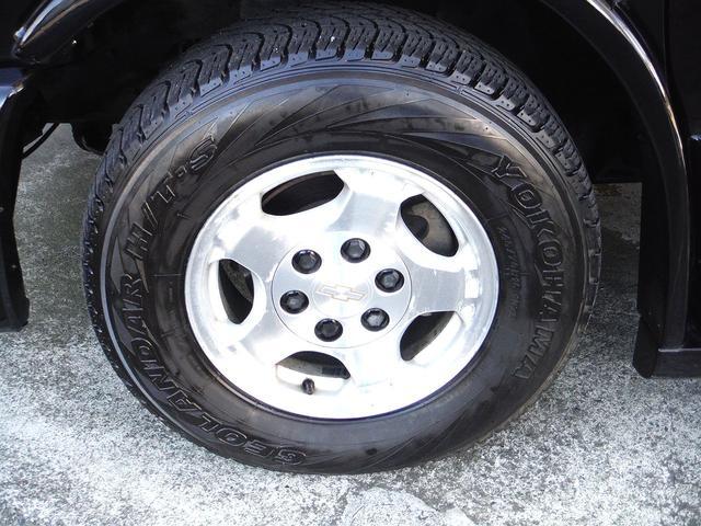 純正16インチアルミホイール!タイヤサイズは245/70R16です。