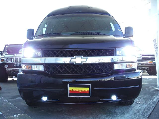 HIDヘッドライトに、LEDフォグランプ装備で、夜間のドライブも安心です。