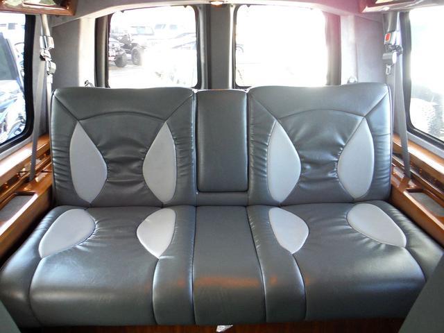 大人が3人楽に座れる広いサードシートです!