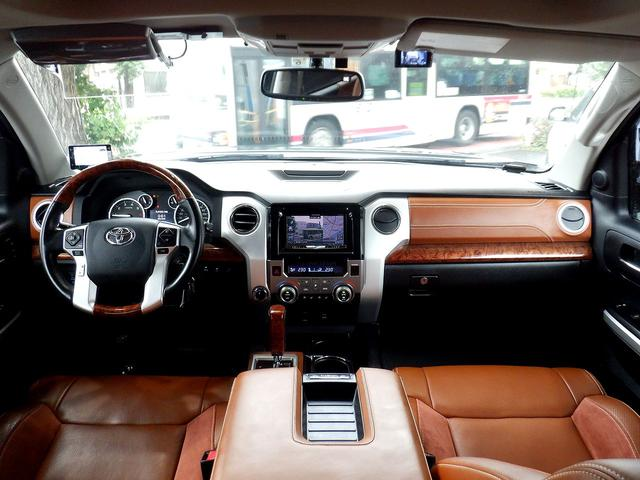 クルーマックス 1794エディション 4WD 新車並行車 リフトアップ ワンオフマフラー 専用ブラウンレザーシート シートヒーター・クーラー サンルーフ ブラインドスポットモニター LEERハードシェル付 6速AT クルーズコントロール(10枚目)