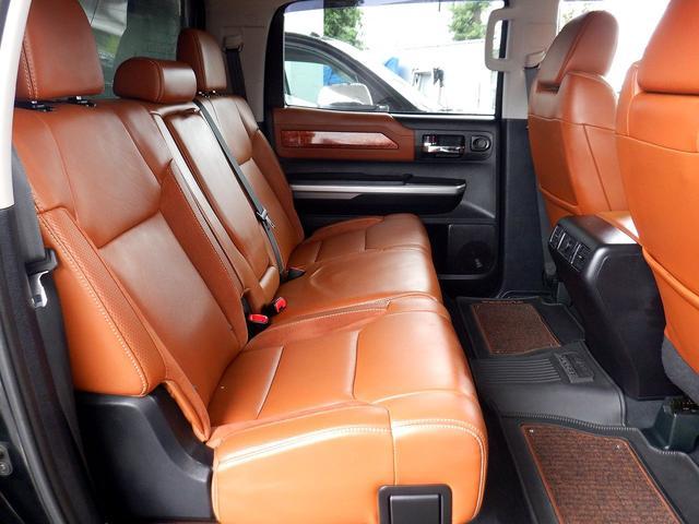 クルーマックス 1794エディション 4WD 新車並行車 リフトアップ ワンオフマフラー 専用ブラウンレザーシート シートヒーター・クーラー サンルーフ ブラインドスポットモニター LEERハードシェル付 6速AT クルーズコントロール(13枚目)