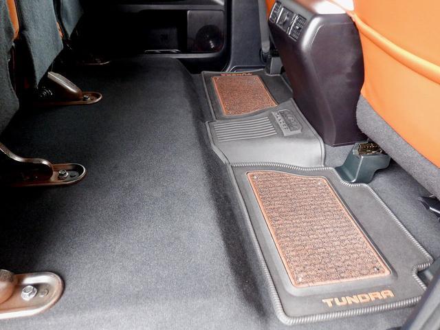 クルーマックス 1794エディション 4WD 新車並行車 リフトアップ ワンオフマフラー 専用ブラウンレザーシート シートヒーター・クーラー サンルーフ ブラインドスポットモニター LEERハードシェル付 6速AT クルーズコントロール(14枚目)