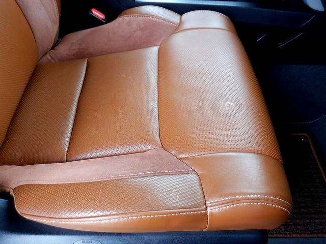 クルーマックス 1794エディション 4WD 新車並行車 リフトアップ ワンオフマフラー 専用ブラウンレザーシート シートヒーター・クーラー サンルーフ ブラインドスポットモニター LEERハードシェル付 6速AT クルーズコントロール(67枚目)