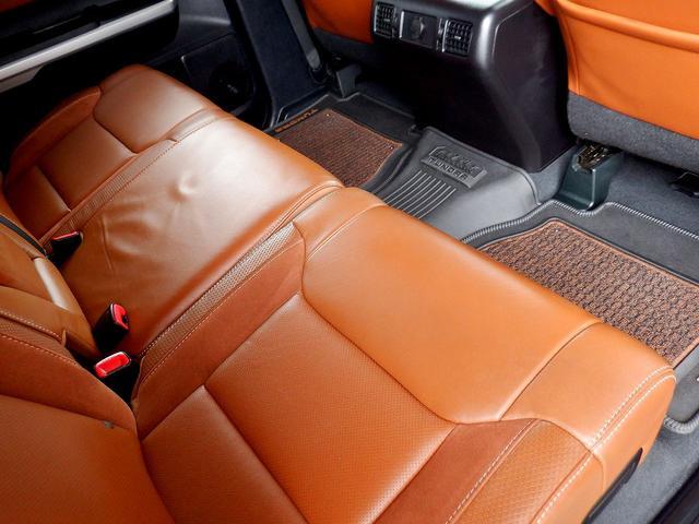 クルーマックス 1794エディション 4WD 新車並行車 リフトアップ ワンオフマフラー 専用ブラウンレザーシート シートヒーター・クーラー サンルーフ ブラインドスポットモニター LEERハードシェル付 6速AT クルーズコントロール(69枚目)