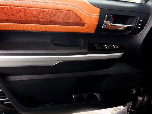 クルーマックス 1794エディション 4WD 新車並行車 リフトアップ ワンオフマフラー 専用ブラウンレザーシート シートヒーター・クーラー サンルーフ ブラインドスポットモニター LEERハードシェル付 6速AT クルーズコントロール(71枚目)