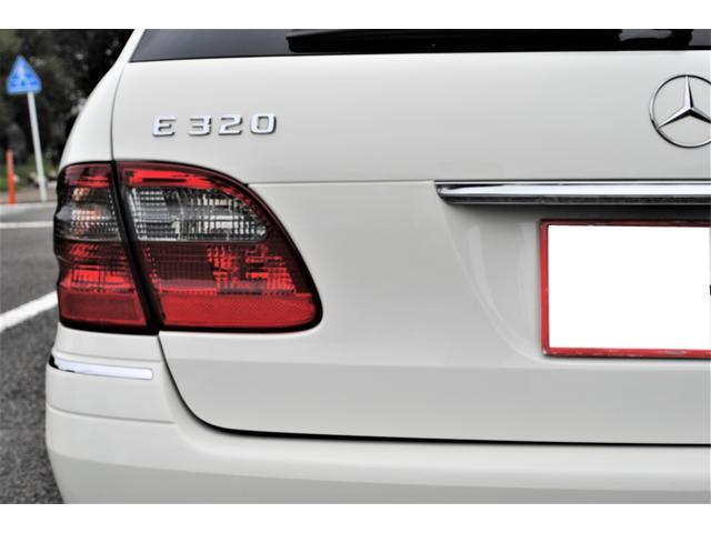 E320 CDIワゴン アバンギャルド 禁煙車 ディーゼルターボ 電動リアゲート 点検整備記録簿 シートヒーター 地デジTV ウッドコンビステアリング ブラックモールディング ブラックアルミ17インチ クルーズコントロール ドライブレコーダ(42枚目)