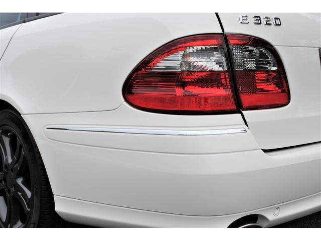 E320 CDIワゴン アバンギャルド 禁煙車 ディーゼルターボ 電動リアゲート 点検整備記録簿 シートヒーター 地デジTV ウッドコンビステアリング ブラックモールディング ブラックアルミ17インチ クルーズコントロール ドライブレコーダ(45枚目)