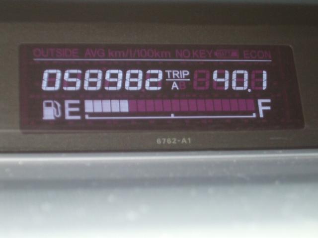 G LSパッケージ フローリングフロア 両側パワースライドドアー HDDナビ Bカメラ キセノンヘッドライト 純正アルミ ワンオーナーディラー整備 オートエアコン ウオークスルー DVD再生可(25枚目)