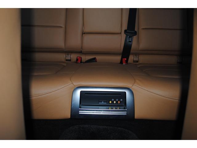 E350ブルテックステーションワゴンアバンG ディーゼルターボ 禁煙車 オブシディアンブラック&ベージュレザー 特別仕様 後席シアターパッケージ ベンツ純正ヘッドホン2個有り 走行距離無制限 6ヵ月無料保証付き 電動リアゲート バックカメラ(16枚目)