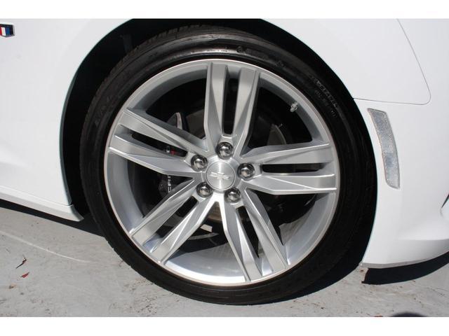 純正20インチアルミホイールです。純正タイヤはランフラットタイヤを使用しています。